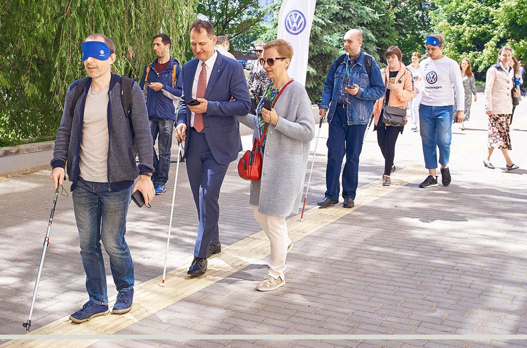 «Крокі на Гукі»: открылся первый пешеходный маршрут для незрячих в Минске